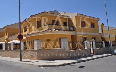 Town House - For Sale - Pinoso - Urban location