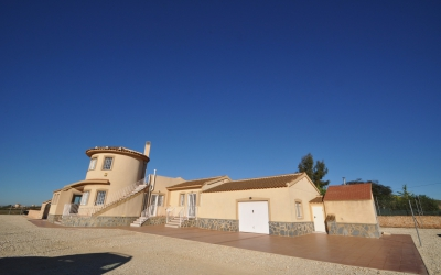 Villa - For Sale - Pinoso - Rural location