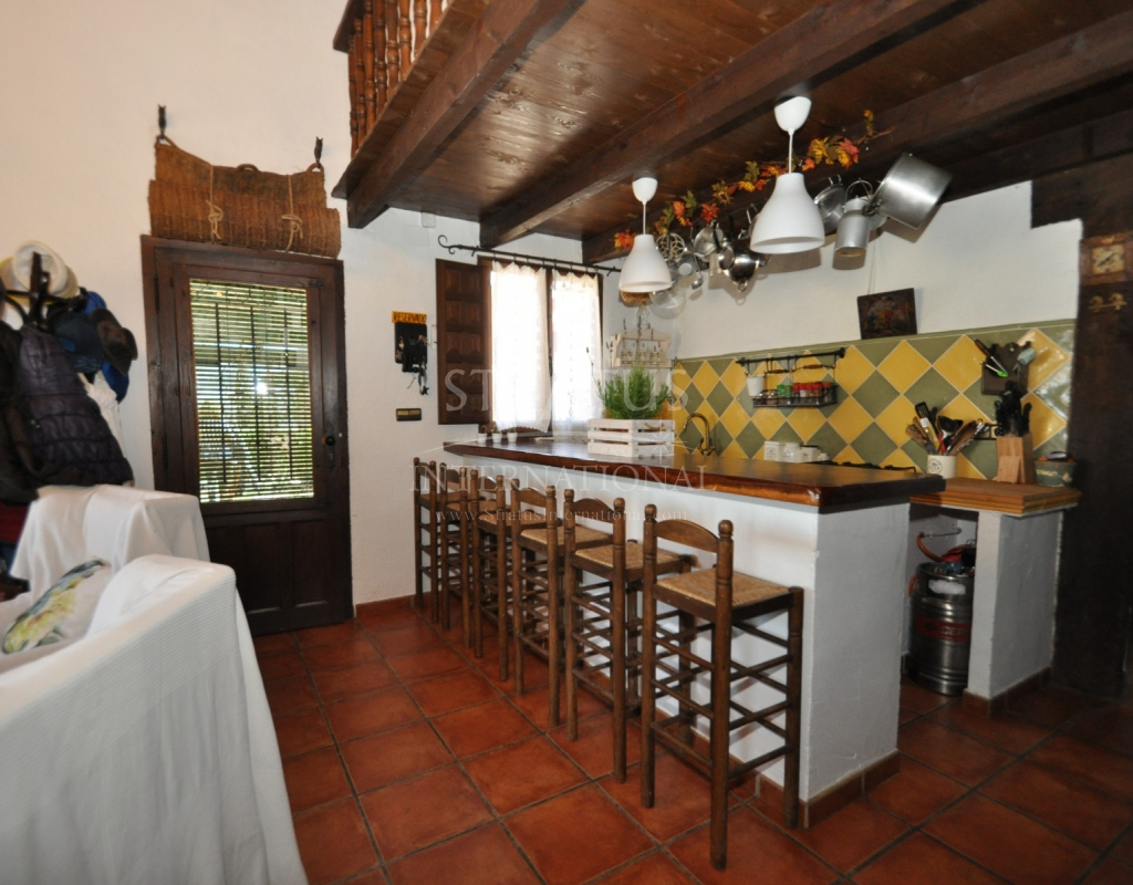 Charming Property 2 Houses On An Equestrian Plot
