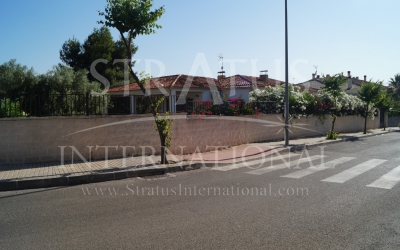 Villa - For Sale - Elda - Edge of town